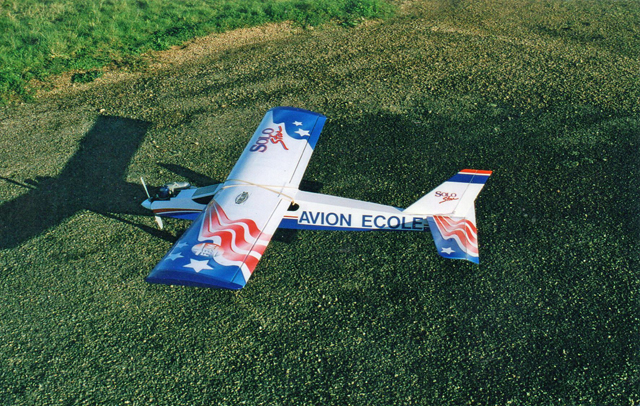 Avion ecole 2000
